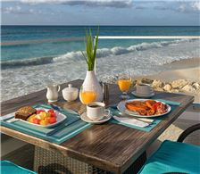 7 - Beachfront Breakfast